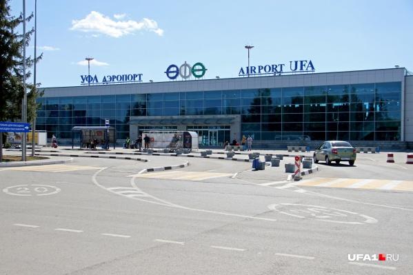 Пассажиры провели в терминале полдня