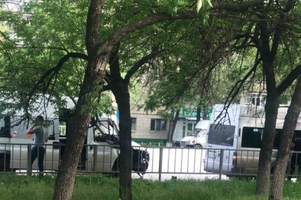 """Маршрутки столкнулись рядом с остановкой «Магазин """"Медтехника""""»"""