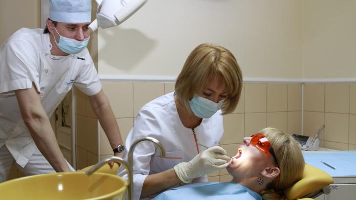 """В новой стоматологической клинике """"Фаберже"""" избавят от съёмных протезов всего за один день"""
