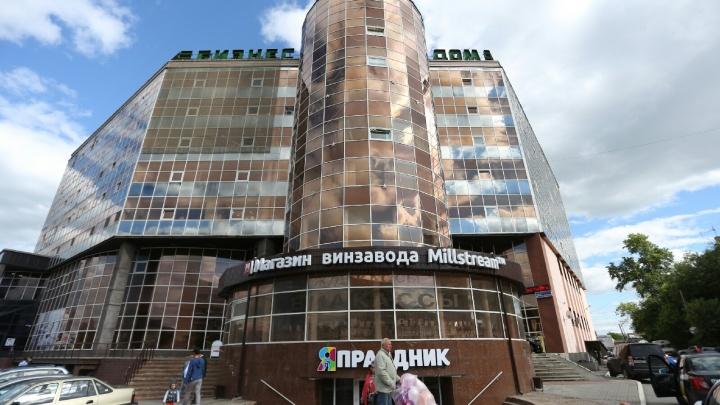Шары вместо бара: пивной ресторан в центре Челябинска превратили в магазин для праздников