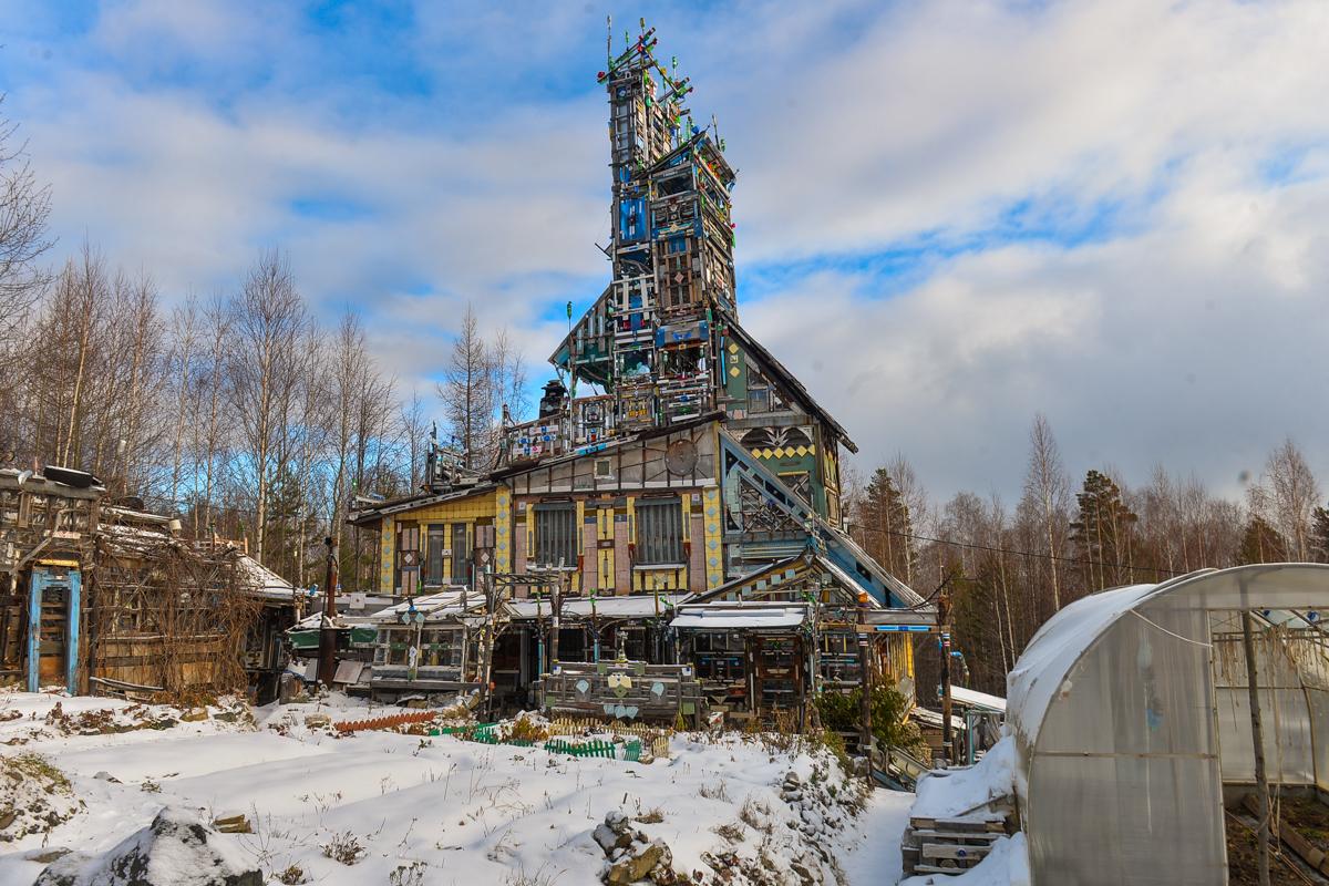 Место, где стоит этот домик, прозвали «горой дураков», но хозяин на топоним обижается