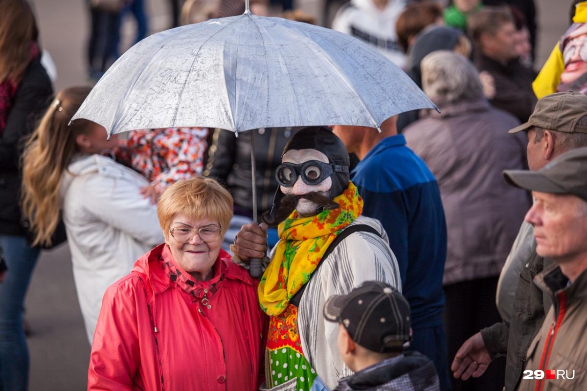 Участниками фестиваля уличных театров становятся простые зрители