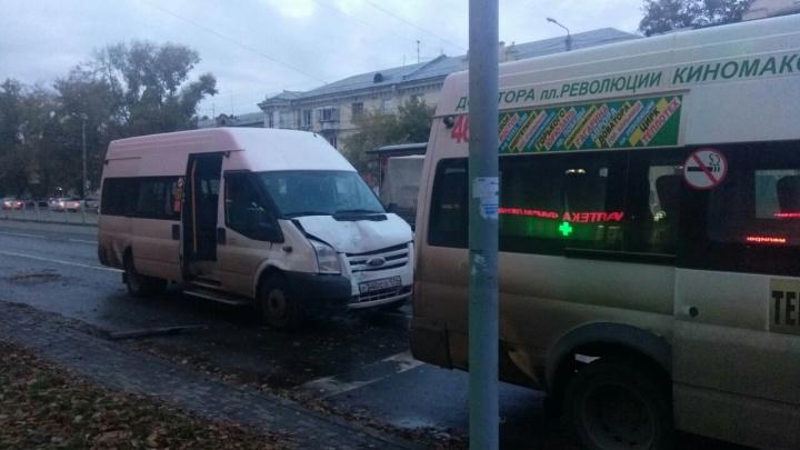 В Челябинске столкнулись две маршрутки, пострадали 10 пассажиров