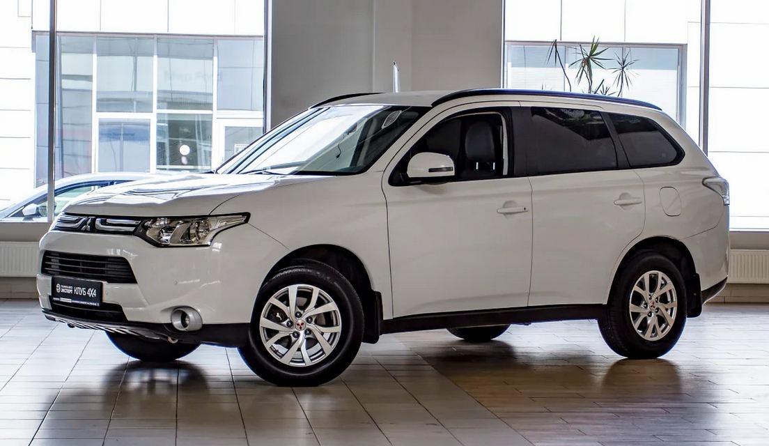Это Mitsubishi Outlander 2013 года выпуска продаётся за 912 тысяч рублей