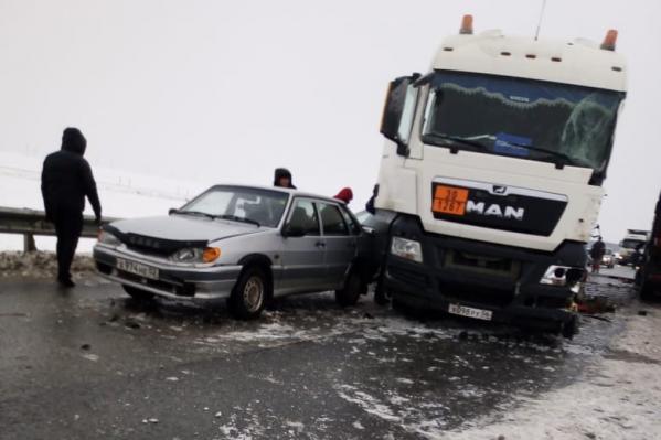 Из-за ДТП на трассе Уфа — Оренбург выросла километровая пробка