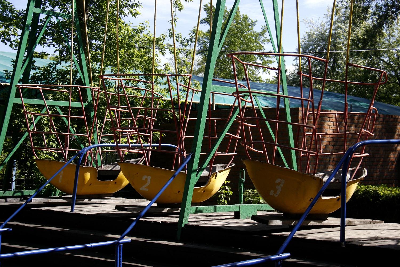 В парке им. Кирова можно найти аттракционы, которые, кажется, ничуть не изменились за последние 30 лет