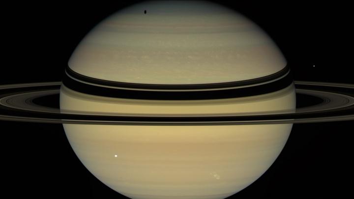 Блеск Сатурна увеличился в небе над Новосибирском