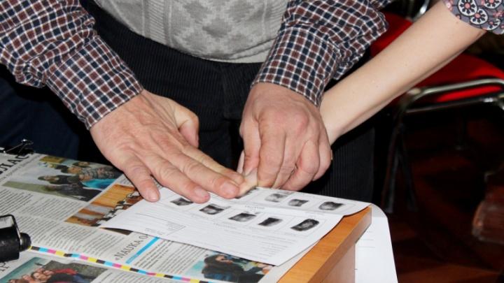 На всякий случай: курганские полицейские собрали отпечатки пальцев у студентов КГУ