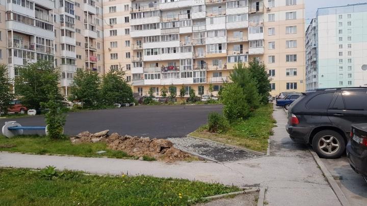 Новую детскую площадку снесли и закатали в асфальт по депутатскому наказу