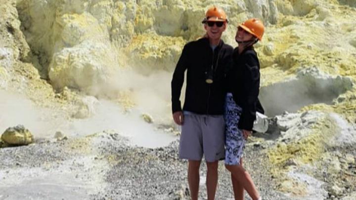 Как на Марсе: Ляйсан Утяшева и Павел Воля забрались на действующий вулкан