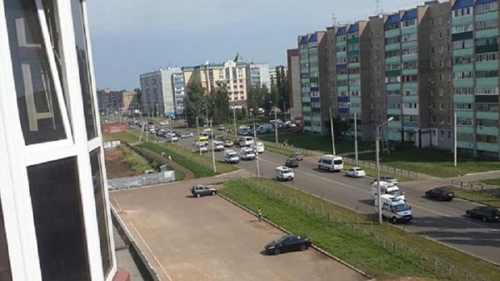 В Башкирии умершего медика сопровождали на скорых с мигалками
