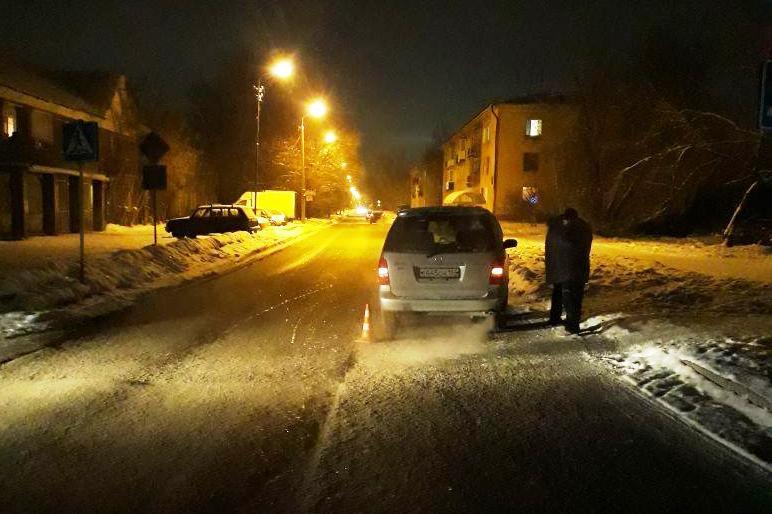 ВНовосибирске автомобиль сбил 13-летнюю школьницу на«зебре»