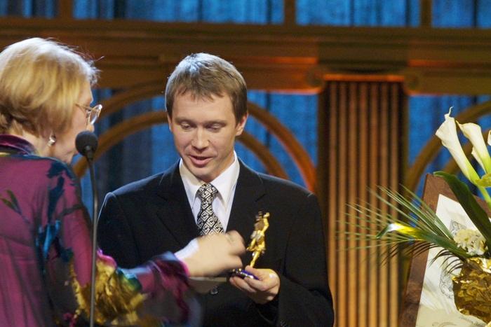 Актер Евгений Миронов на вручении премии «Триумф», автор статуэтки которой также Алексей Солдатов