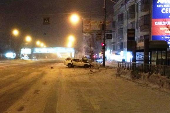 Пьяный водитель Chevrolet Cruze попал в аварию при попытке развернуться на Большевистской