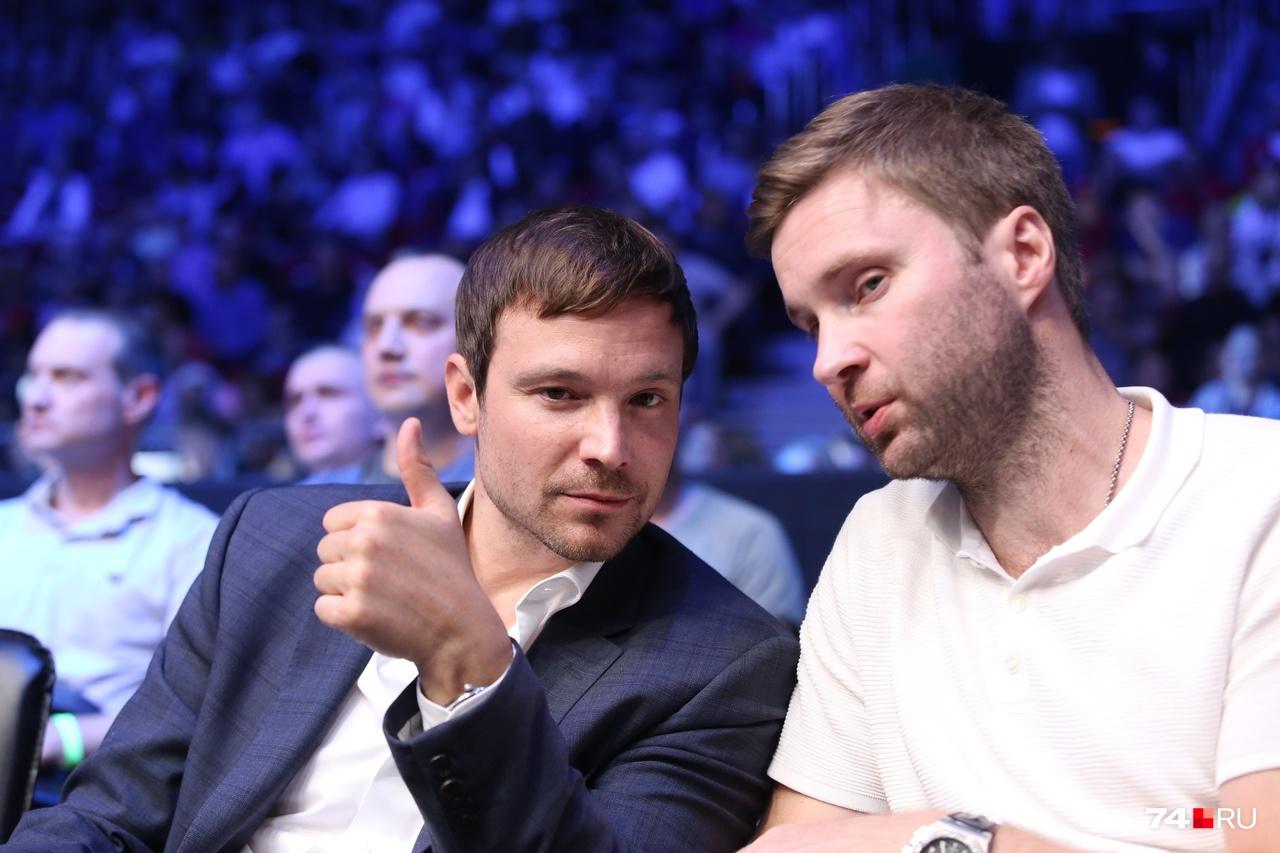 Прилетел в Челябинск и актёр Алексей Чадов (слева)