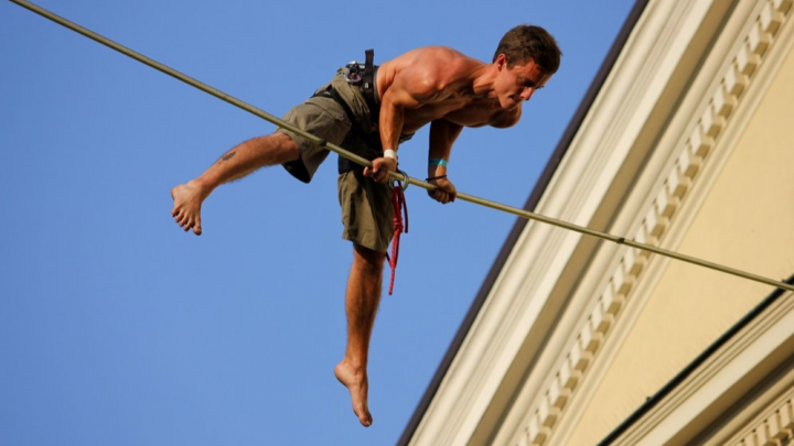 Поставит мировой рекорд. Канатоходец из Германии пройдет по стропе над всей пермской эспланадой