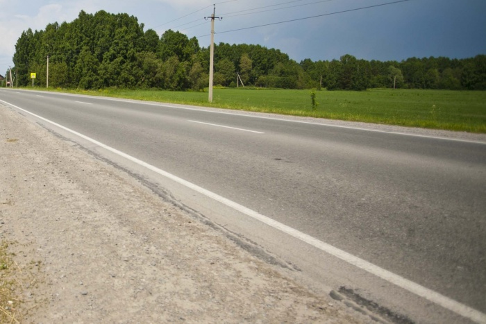 У водителя фуры сломался двигатель в машине, из-за чего он с женой живёт уже 3 недели на Северном объезде