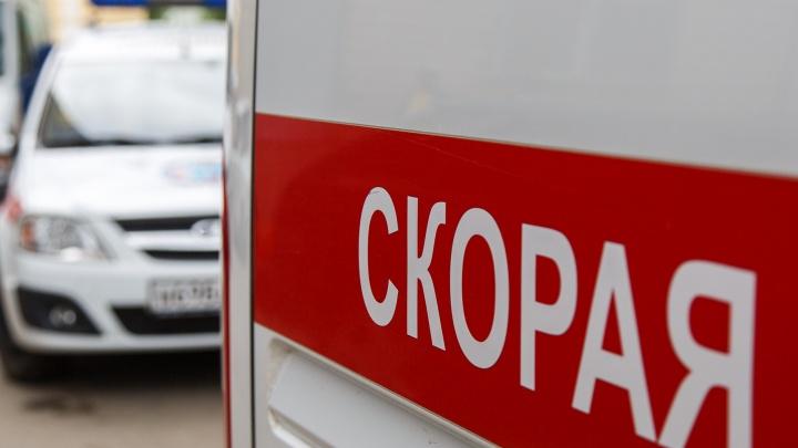 «Изрезан ножом и с электрометкой на руке»: мужчину нашли мертвым в закрытой квартире под Волгоградом