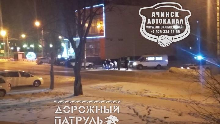 В Ачинске возле детского клуба нашли тело парня с ножом в спине