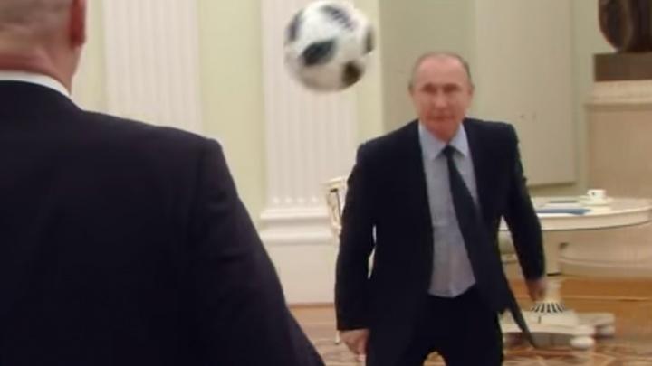 Путин сыграл в футбол в кабинете Кремля в честь 100 дней до ЧМ-2018