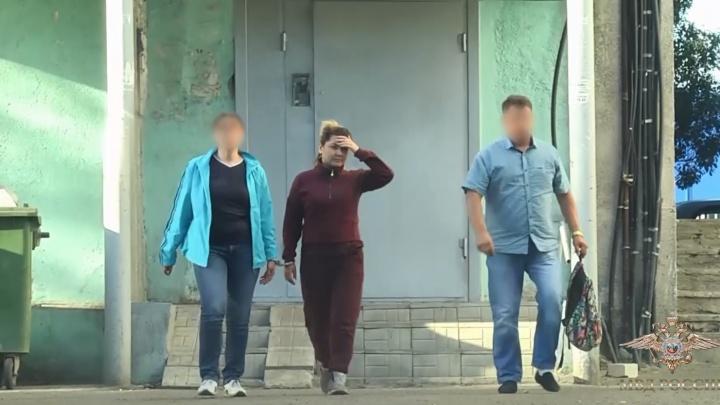 Показала лицо: появилось оперативное видео с места задержания Луизы Хайруллиной