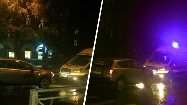 На пешеходном переходе в Кировском районе иномарка сбила мужчину