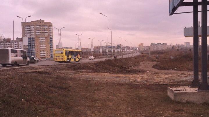 У метромоста оборудуют новую автобусную остановку