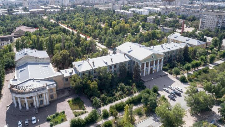 Успеть за четыре месяца: наблюдаем за изменениями в волгоградском парке Гагарина с земли и воздуха