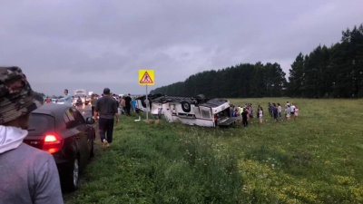 На трассе в Башкирии перевернулся автобус с 39 пассажирами