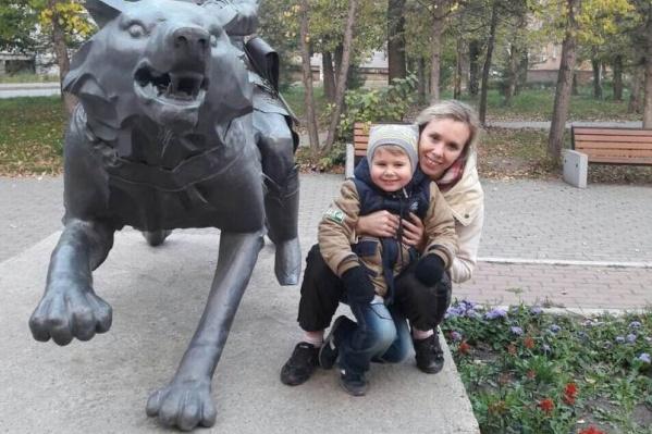 Мать пытается вернуть от бывшего мужа своего сына