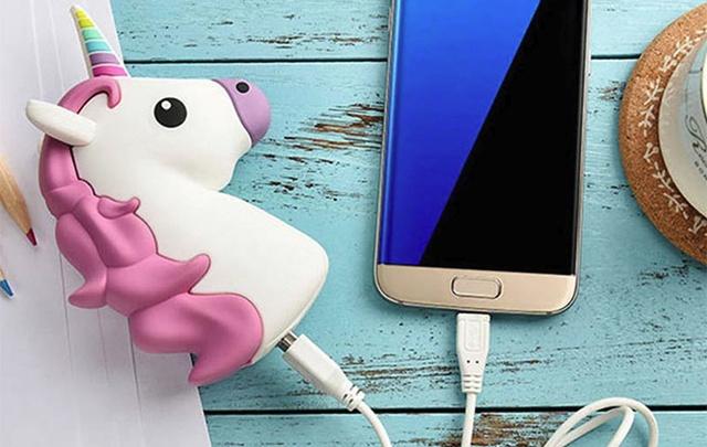Пригодится каждому: как зарядить телефон без розетки в любом месте