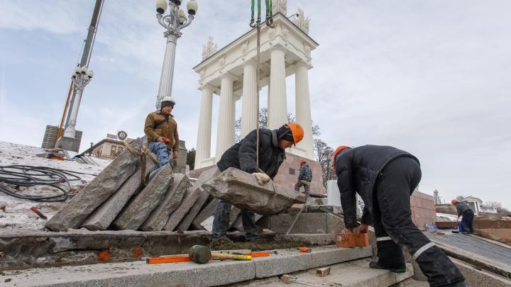 """«Нашли """"Белизну"""" и монеты»: к майским праздникам на набережной Волгограда откроют главную лестницу"""