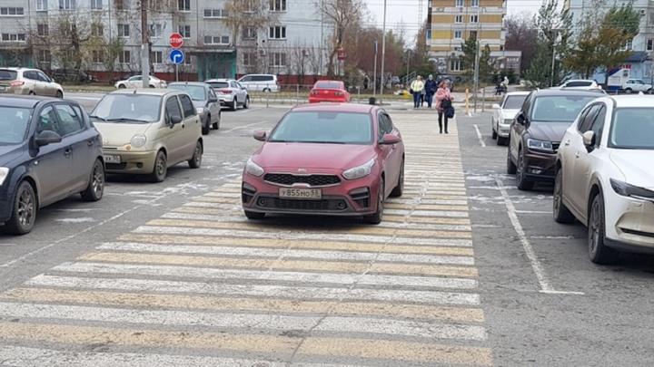 «Я паркуюсь как...»: плюсы парковки назебре и продолжение фотосессии на бульваре Мартынова