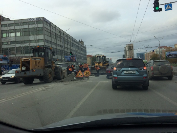 Дорожные работы осложнили проезд перекрёстка