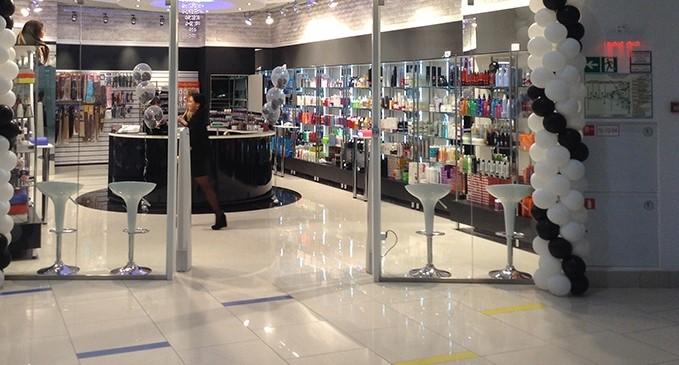 В Нижнем Тагиле телефонный аферист похитил выручку магазина косметики, представившись директором