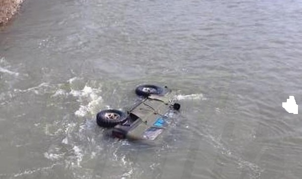 В Самарской области «Патриот» искупался в реке: машина съехала в воду без ручника