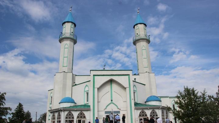 Завтра в Омске перекроют движение на двух улицах: в мечети пройдёт Ураза-байрам