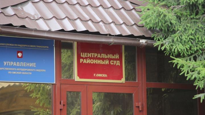 Экс-замглавы минимущества Омской области обвинили в халатности и освободили от наказания