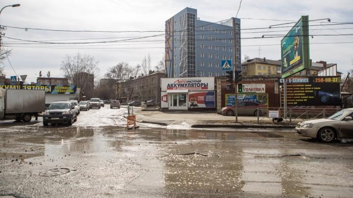 Мэр Локоть пообещал закатать в асфальт яму на Котовского
