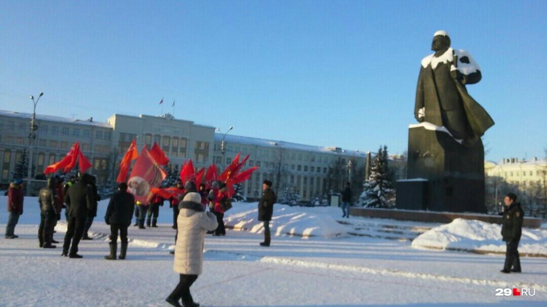 С Левого берега коммунисты дошли до площади Ленина