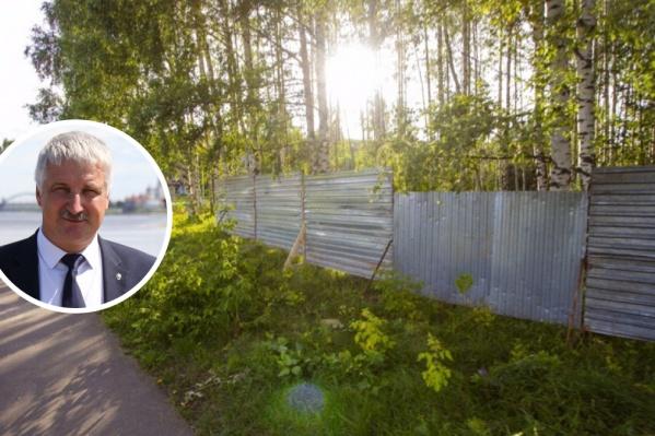 Мэр Рыбинска Денис Добряков пообещал людям, что пройдут повторные публичные слушания по вопросу строительства часовни в роще в микрорайоне Веретье