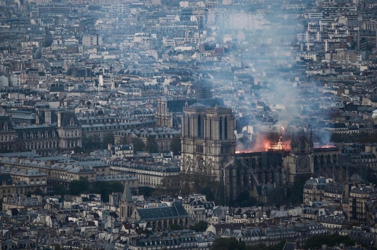 Крыша разрушена, но каркас цел: коротко о том, как горел Нотр-Дам де Пари