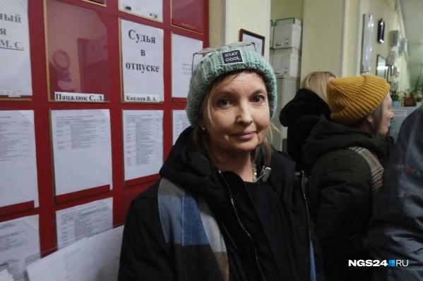 Наталия Подоляк в ожидании судебного заседания