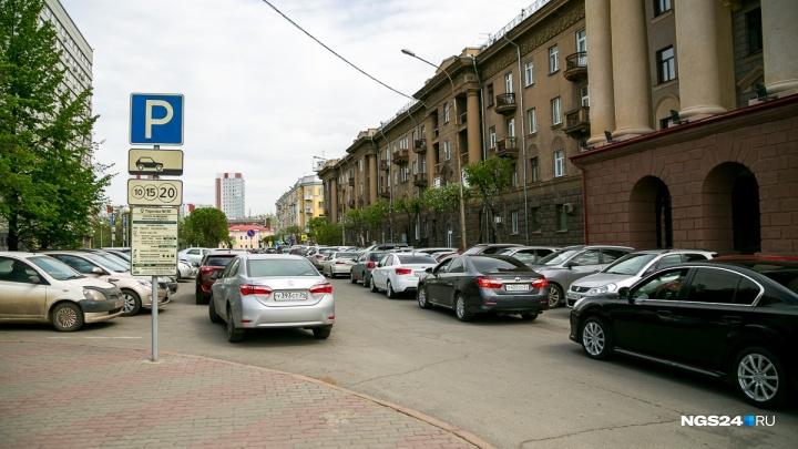 Горсовет Красноярска ради массовых сборов поддержал упрощение штрафов за неоплату парковки