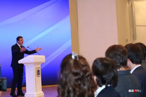 Одно из самых важных заявлений Азарова касалось мусорной реформы