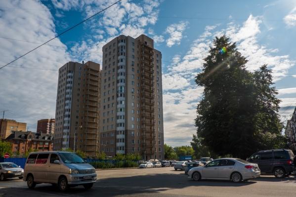 Жители Калининского района с августа пытаются вычислить, кто их травит по ночам