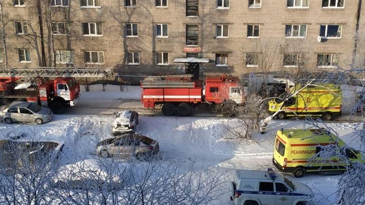 «Неосторожность при курении»: видео с места пожара на Ленинградском, где погибло четыре человека