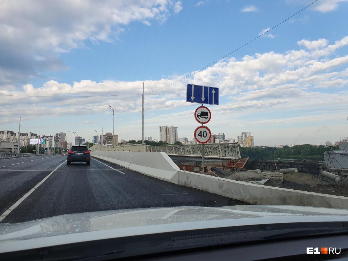 По Макаровскому мосту запрещено ездить быстрее 40 километров в час