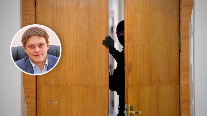 «В выигрыше будут только Навальный с командой»: уральский политолог — о том, к чему приведут обыски