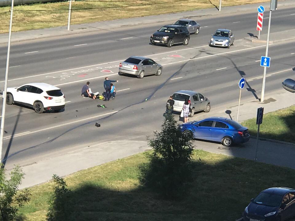 У пострадавшего мотоциклиста — подозрения на переломы